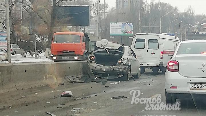 «У водителя прихватило сердце»: в Ростове произошла тройная авария