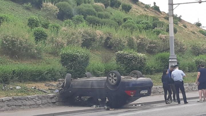 На Стачки опрокинулся автомобиль: один человек ранен