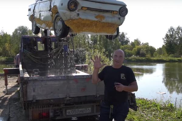 Новосибирцы сделали из «Запорожца» моторную лодку, которую тяжело утопить