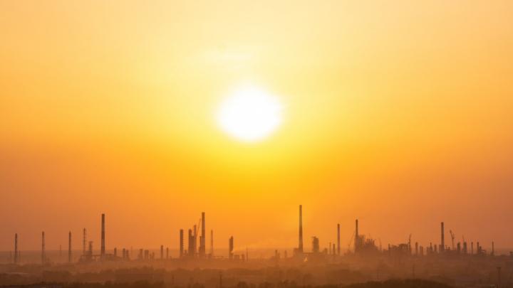 Следователи возбудили уголовное дело из-за рабочих, упавших со стройлесов на территории нефтезавода