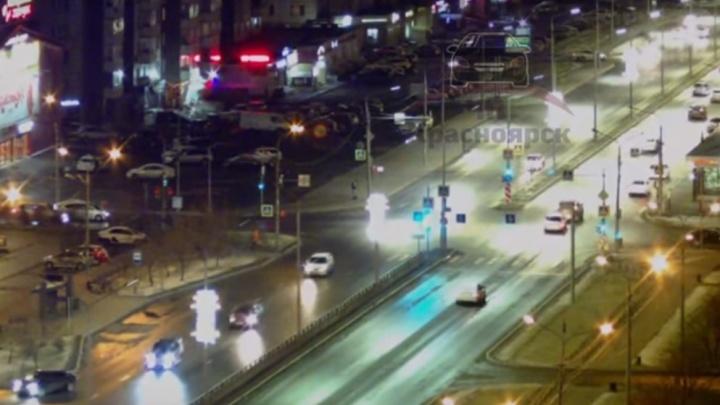 На Молокова девушка-подросток перебегала дорогу и ударилась о движущийся «Ниссан»
