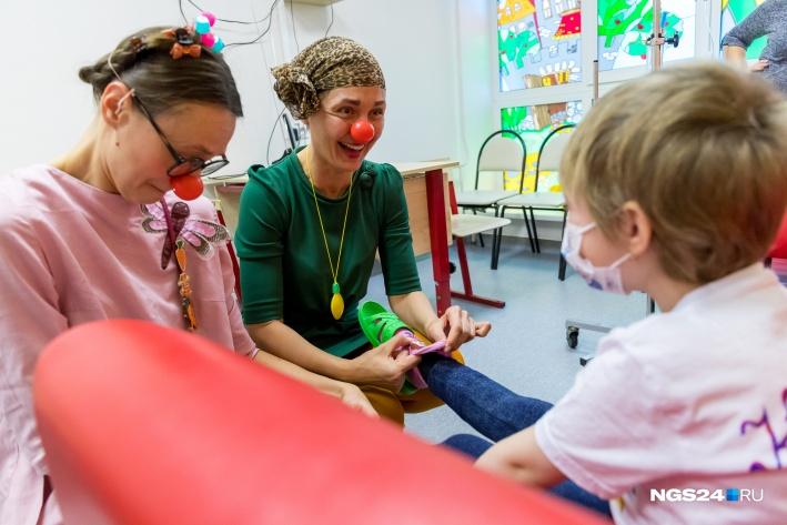 За прохождение болезненных процедур детям дарят игрушки