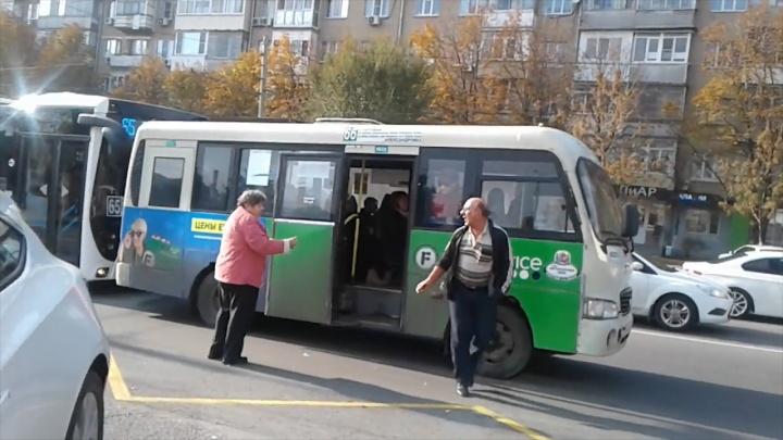 «Мне по барабану твой ветеранский»: в Ростове маршрутчик устроил разборки с пенсионеркой