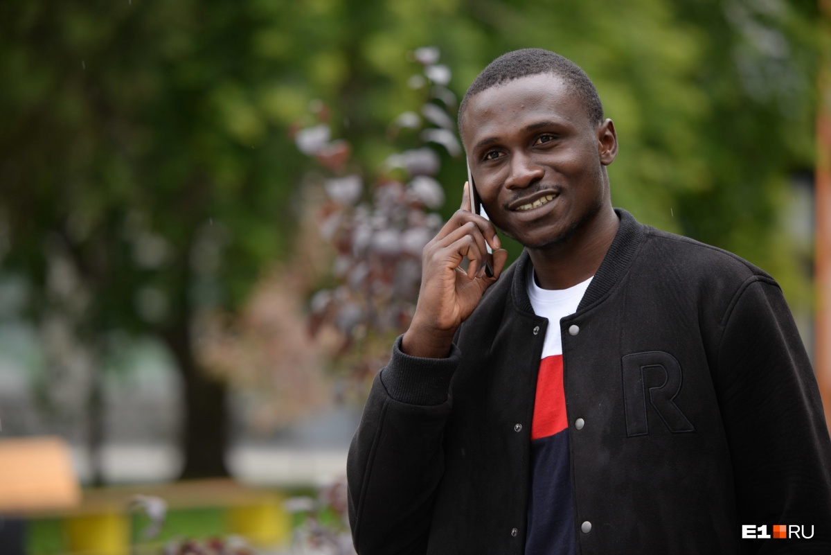 Дать сдачи африканские студенты не могут, потому что боятся депортации. Поэтому чаще всего им приходится убегать от своих обидчиков