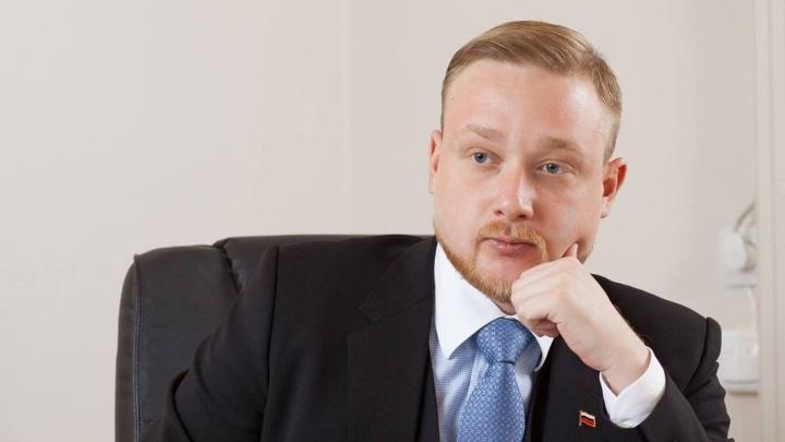 Зарабатывает по 2,4 миллиона в месяц и не женат: список богатейших депутатов гордумы Волгограда