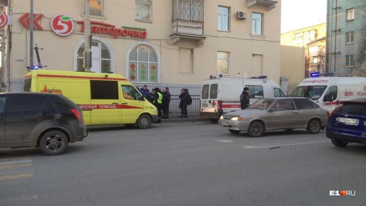 «Есть положительная динамика»: екатеринбуржец — о состоянии жены и сына после аварии на Фурманова