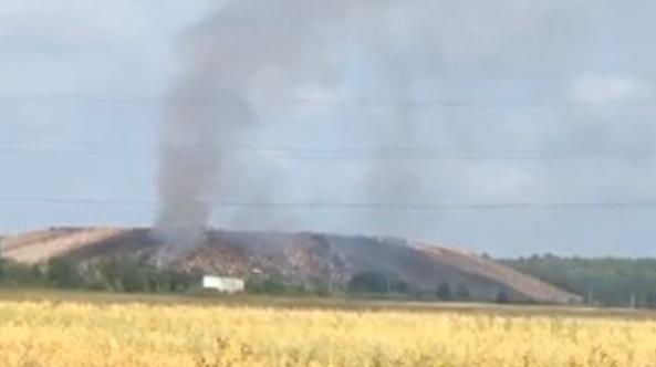 Огромный столб дыма поднимается с полигона «Скоково»: что говорят пожарные