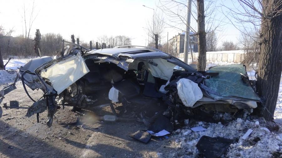 ВНижнем Тагиле иностранная машина врезалась вдерево. Пассажир умер