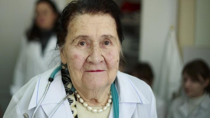 Спасла десятки тысяч жизней: в Новосибирске скончалась умелый терапевт и защитница женщин