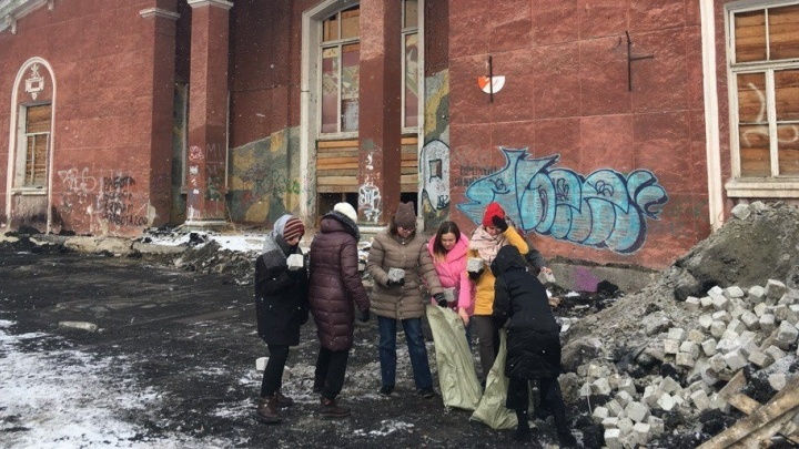 """Уралмашевский кинотеатр """"Темп"""" распилят на сувениры"""