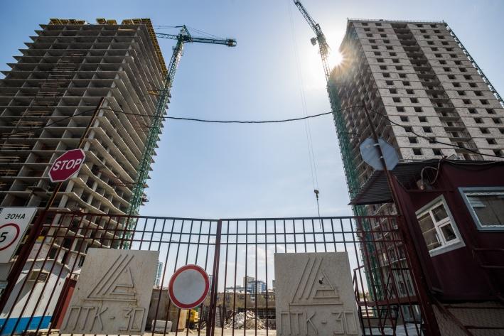 Новый реестр облегчит жизнь будущим дольщикам и тем, кто покупал квартиру по договору долевого участия, тогда как судьба инвесторов, которые вкладывали деньги в стройку ещё до введения долевого строительства, остаётся неопределённой