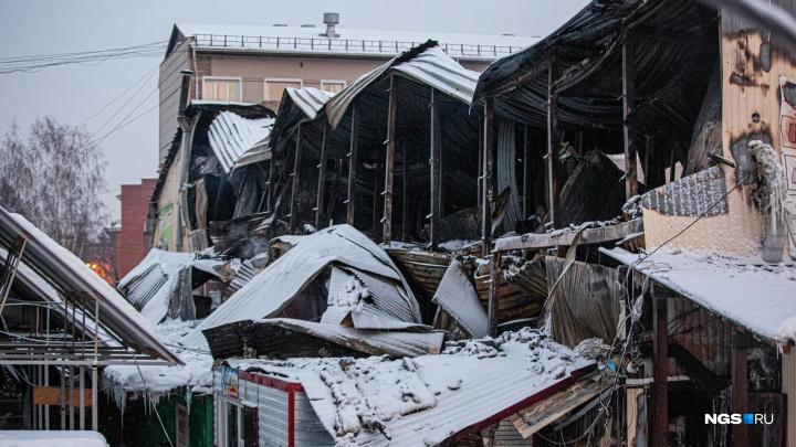 Сгорели миллионы рублей: что происходит на месте тлеющего рынка в Искитиме