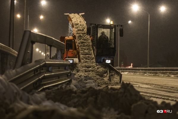 """За выходные на полигоны вывезли <nobr class=""""_"""">18 531,5</nobr> тонны снега"""