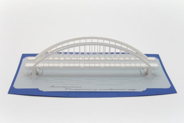 На создание серии открыток архитектора вдохновил Крымский мост