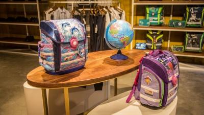 Рюкзачок за 15 тысяч: НГС сравнил цены на школьную форму на ярмарке и в люксовых магазинах