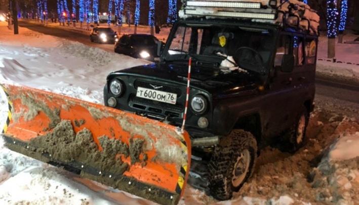 «Готов взять ещё несколько дорог»: ярославец на уазике собрался бесплатно чистить город