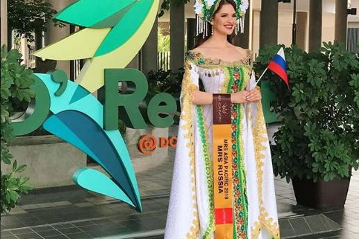 Ульяна в традиционном русском костюме.