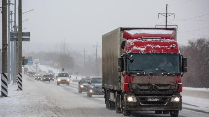 На М-5 в Челябинской области ограничили движение из-за аварии с двумя грузовиками