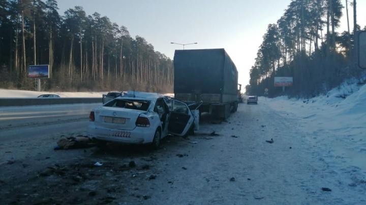 «Водители торопятся, чтобы как-то заработать»: таксисты — о смертельной аварии на Кольцовском тракте