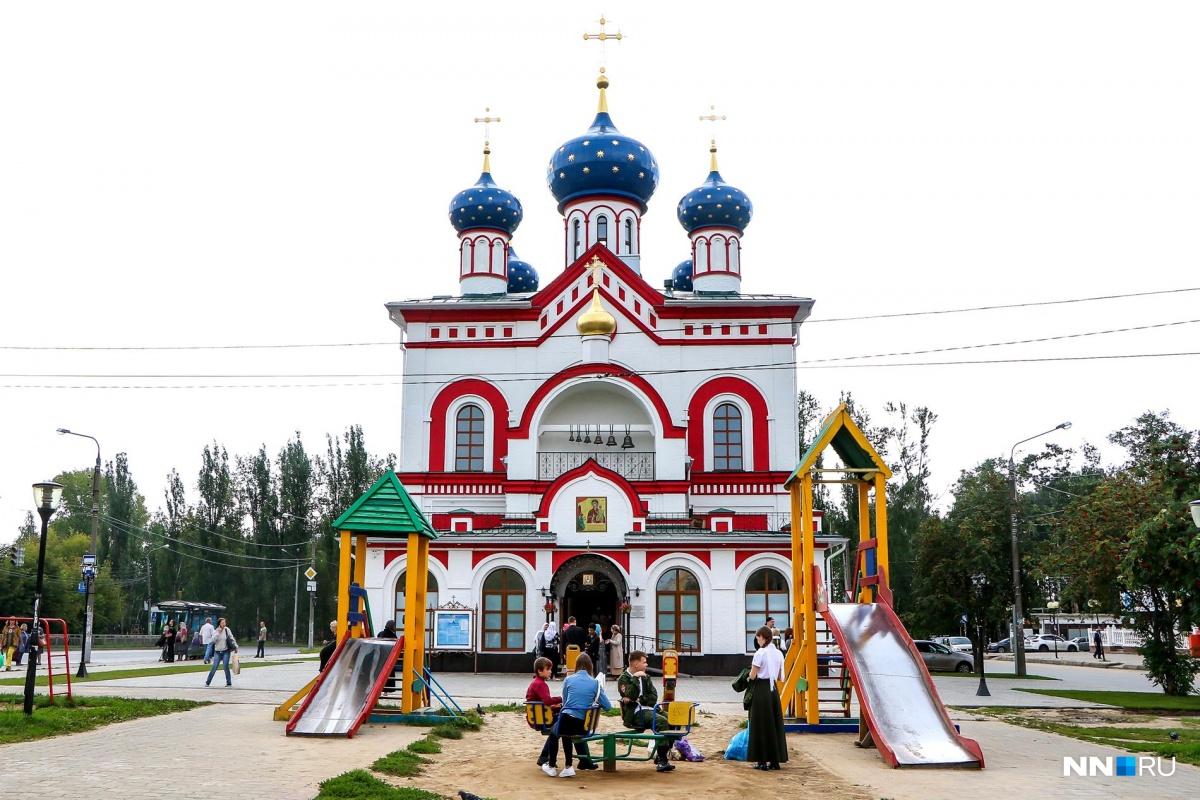 Одним из аргументов противников храма было то, что его строят на месте детской площадки. Но, вроде, нашелся компромисс