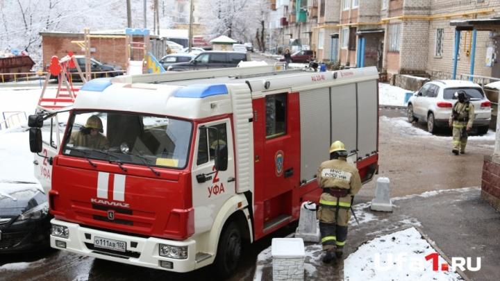 В Уфе горевший ночью Mercedes потушили за 26 минут