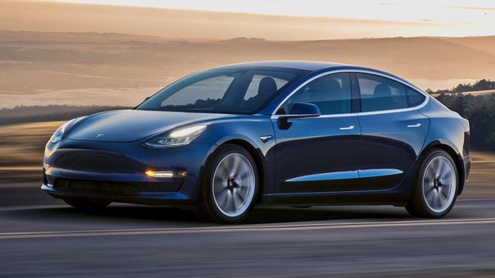 Названы российские цены «дешёвой»Tesla Model 3