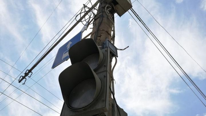 Сломанные светофоры привели к пробке на Второй Продольной