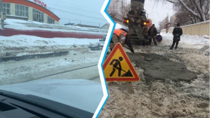 «Благоустройство в зимнем варианте»: реакция мэрии на фото, как дорожники асфальтируют снежную кашу