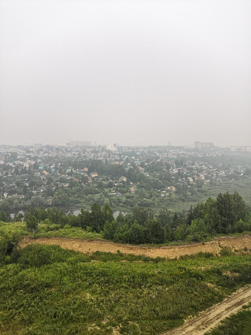Дымку и смог над Новосибирском видно из разных районов города