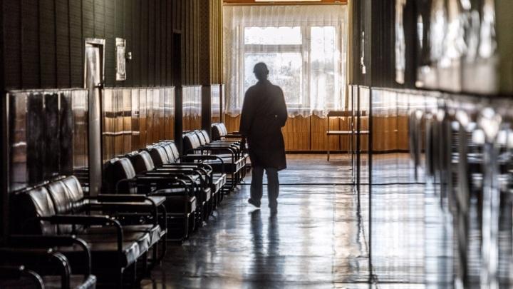 В Волгограде завотделением больницы № 15 получил срок за выпавшую из окна пациентку
