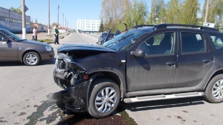 На трассе в Башкирии Nissan Terrano въехал в KIA Rio: пострадала женщина