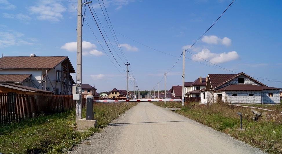 Въезд в коттеджный поселок «Чистые Росы»