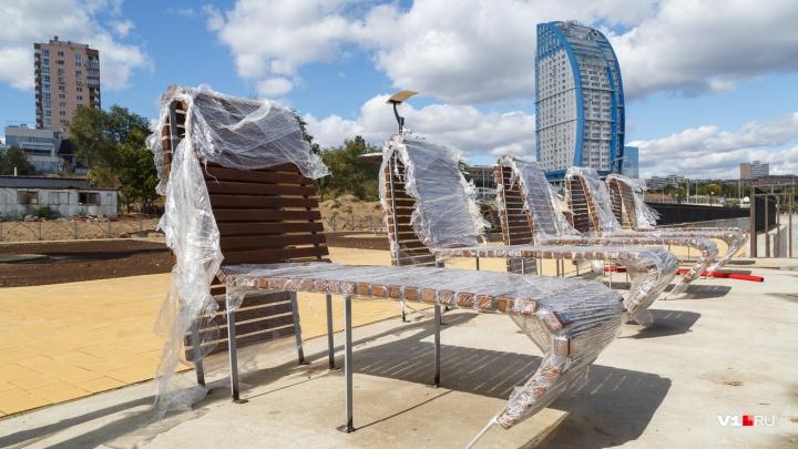 Время загорать с комфортом: в парке у «Гасителя» установили шезлонги для волгоградцев