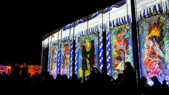 «Рождественское чудо». На здании Театра-Театра показали световое 3D-шоу. Видео