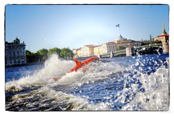 Скоростную подводную лодку с сайтом и командой можно купить по цене «трёшки» недалеко от центра