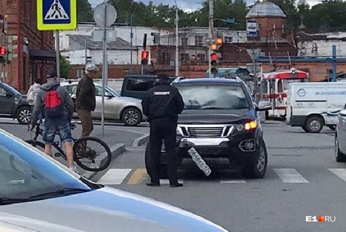 Велосипедист избежал серьезных травм и позже уехал