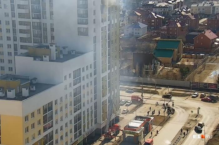 После взрыва квартира загорелась