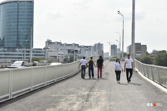 Успевайте погулять по мосту, пока его снова не закрыли!