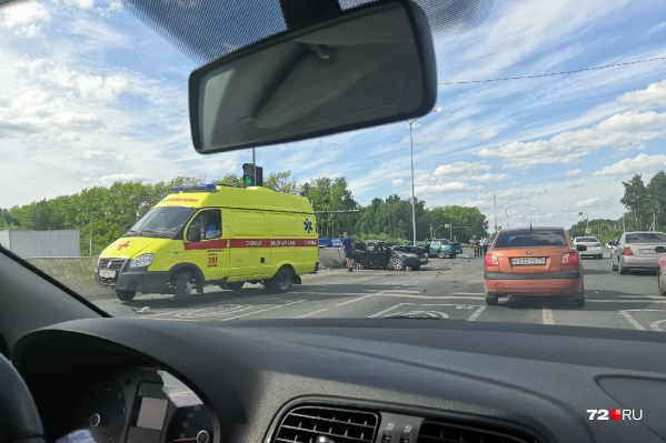 От сильного удара машины отбросило в железобетонные блоки