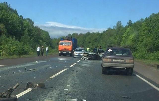 Лобовое столкновениеOpel Mokka и «Лады»: в аварии в Башкирии пострадал водитель
