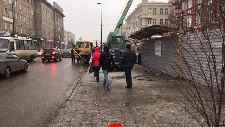 Ради реконструкции скандального кафе «Кантри» на проспекте Мира перегородили тротуар для пешеходов