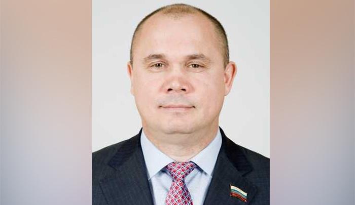 Депутат Заксобрания попросил оставить его без зарплаты