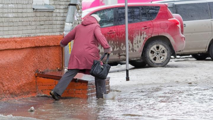 Врач дала советы омичам, у которых промокли ноги
