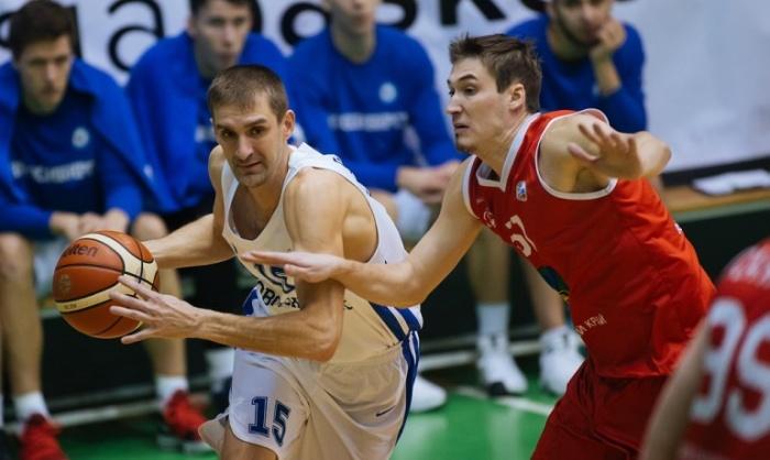 Новосибирские баскетболисты выбились в лидеры в четвёртой четверти