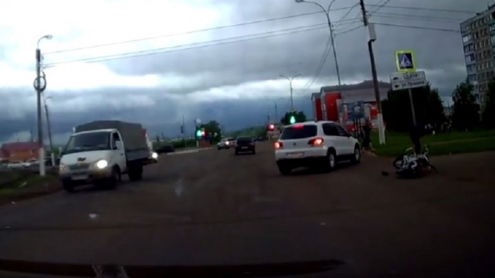 Авария с мотоциклистом в Башкирии попала на камеру видеорегистратора