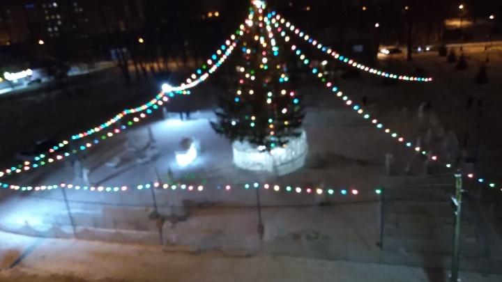 Ёлочка строгого режима: в Уфе ледовый городок и украшенную площадь охраняют полицейские