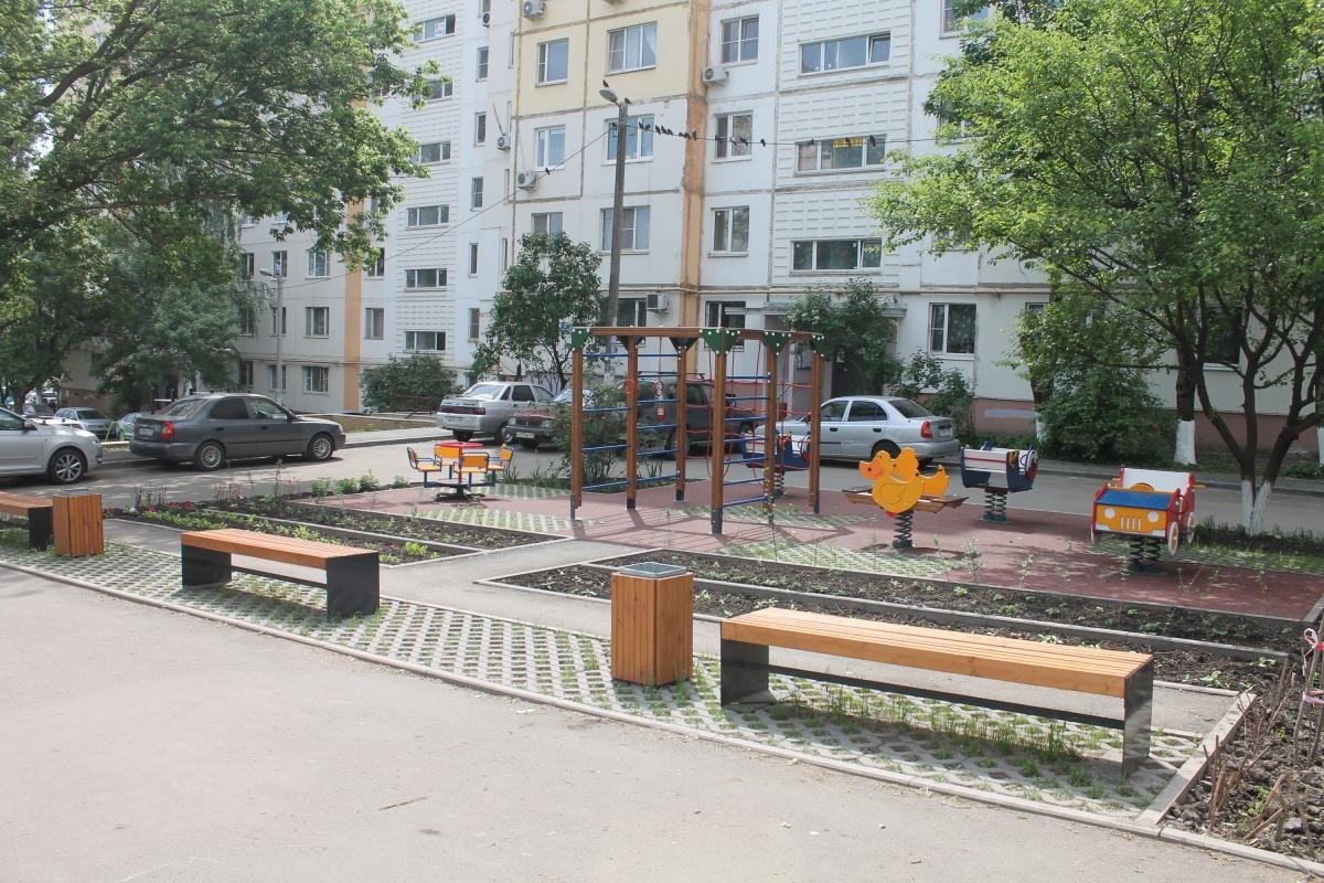 Экоплитка есть везде, кроме парковки, для которой предназначена
