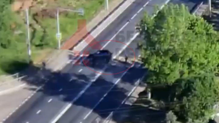 Чуть не сбил пешехода: появилось видео ДТП, где «Нива» перевернулась на крышу
