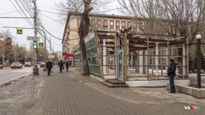 Больше не встретимся «на квадрате»: в центре Волгограда убирают символы эпохи