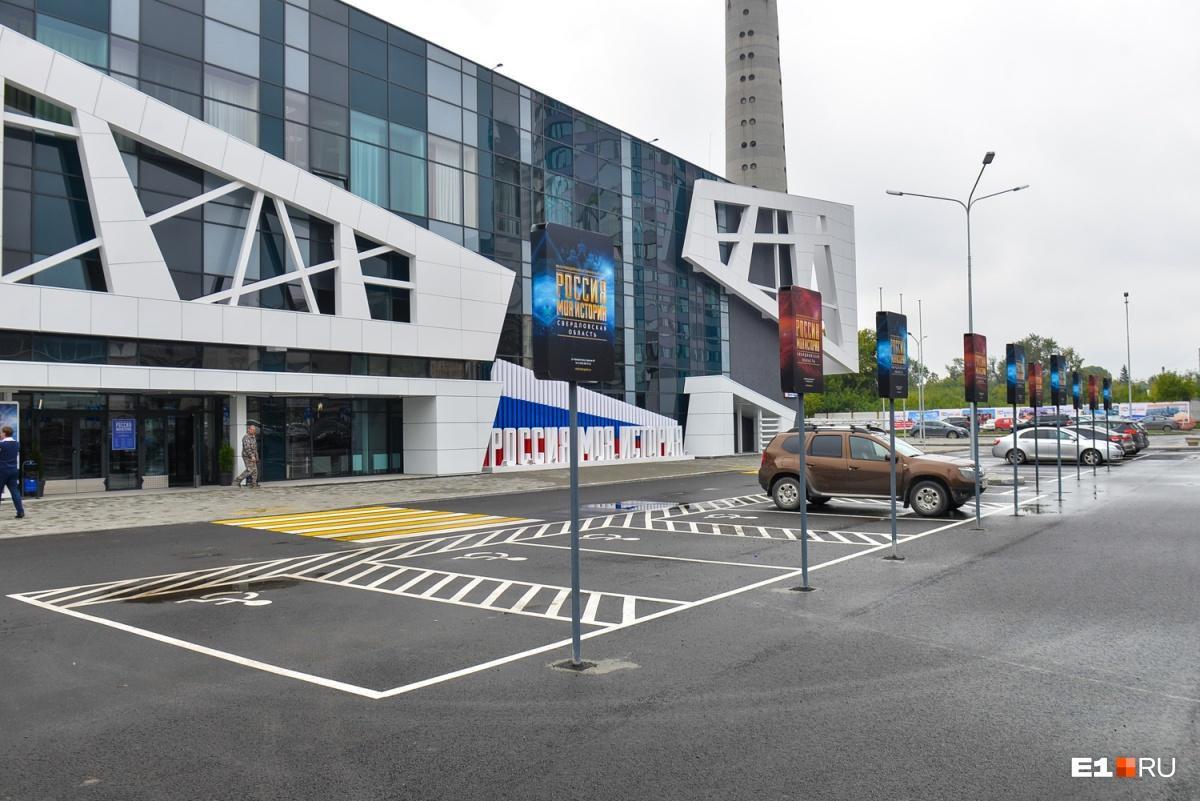 А это — музей «Россия — моя история» в Екатеринбурге и пространство вокруг него